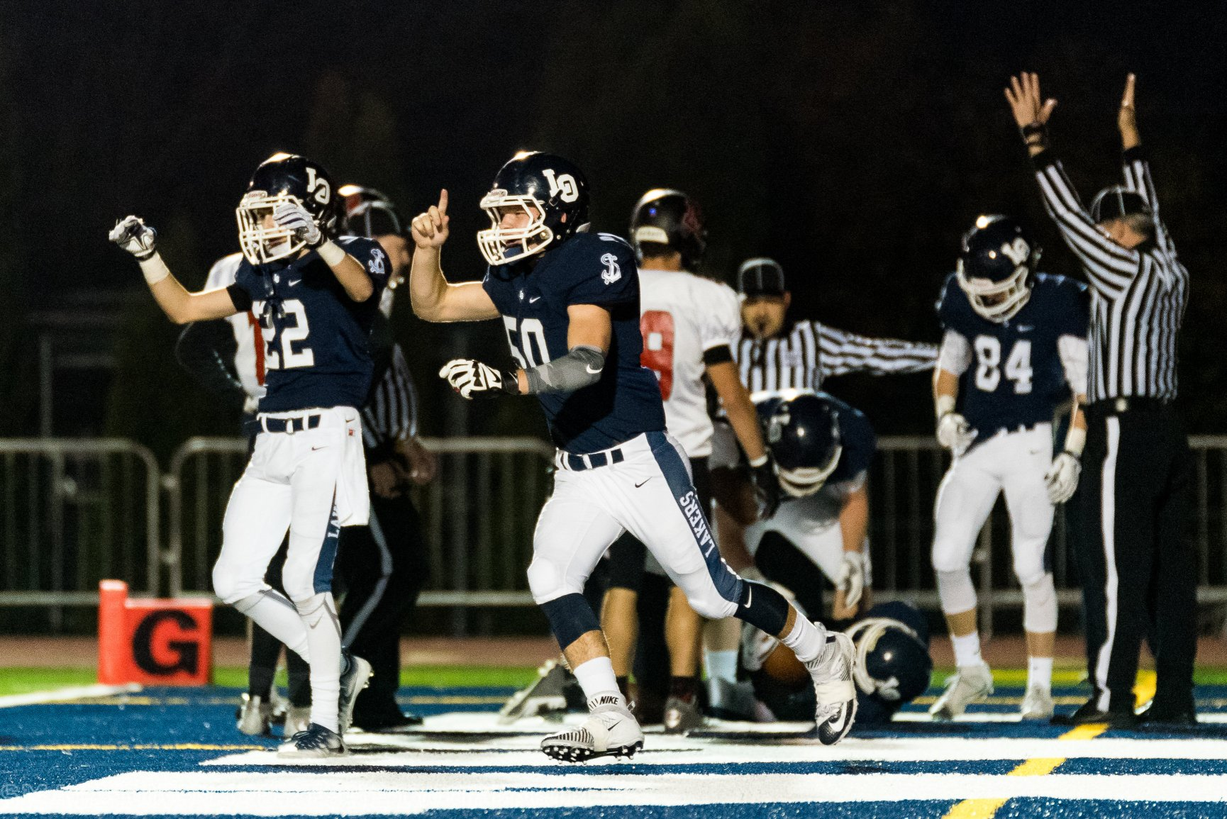 Lake Oswego Defeats North Medford Advances in 6A State Playoffs